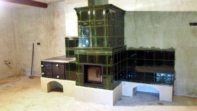 Akumulačná pec s lavičkou a sporákom na varenie