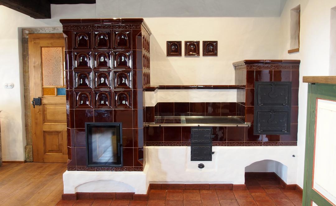 Klasická stĺpová pec a sporák na drevo